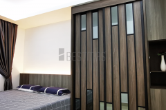 Master Bedroom with King Size Bedset and Antijump Sliding Door Wardrobe design